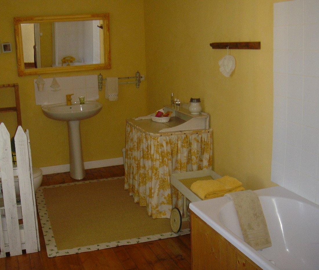 salle de bains chambre rose maison gaudin