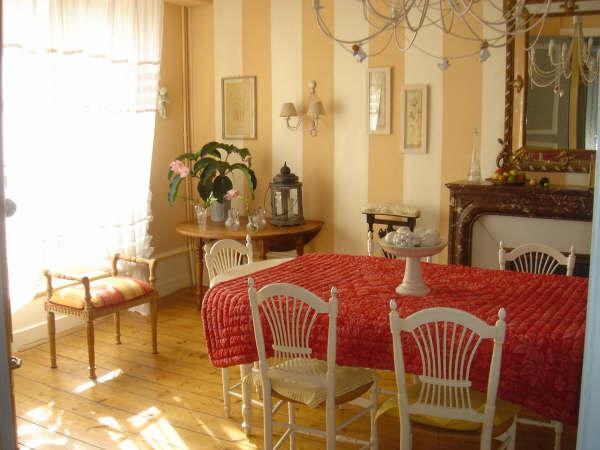 table maison gaudin chambre hote cognac. Black Bedroom Furniture Sets. Home Design Ideas